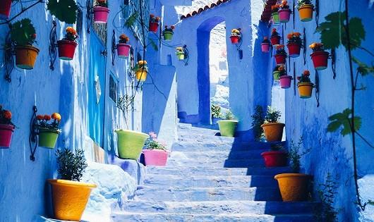 Khám phá khu phố cổ màu thiên thanh đẹp như tranh vẽ