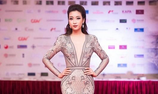 """Hoa hậu Đỗ Mỹ Linh """"lột xác"""" sau đêm đăng quang"""