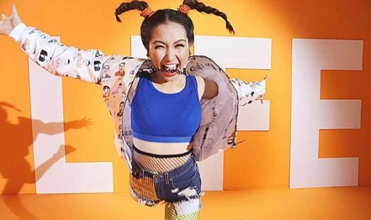 """Hòa Minzy ra mắt MV """"sống không hối tiếc"""" sau chia tay Công Phượng"""