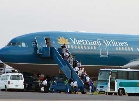 """Vụ hoãn bay 24 giờ: """"Sẽ khởi kiện Vietnam Airlines ra tòa án có thẩm quyền ở Đức"""""""