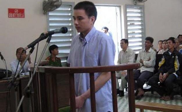Bị cáo Hồ Duy Hải tại phiên tòa sáng 29-11-2008 - Ảnh: Diệu Hi/Tuoitre