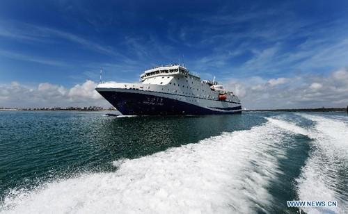 Trung Quốc điều tàu tiếp tế hiện đại ra nhiều đảo ở Biển Đông