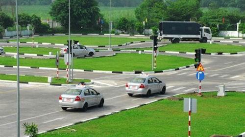Cấp giấy phép lái xe  số tự động: Thêm sự lựa chọn cho người dân?