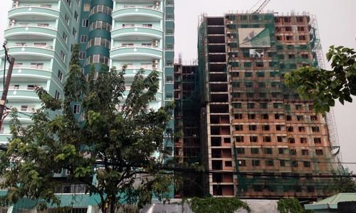 Nhiều người mua căn hộ chung cư trong dự án Cao Ốc Xanh, quận 9, TP HCM từ năm 2007 nhưng đến nay vẫn chưa được nhận nhà dù đã đóng 95% giá trị hợp đồng. Ảnh: Vũ Lê