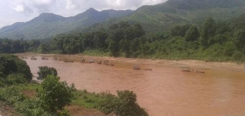Khai thác cát trên dòng sông Mã (Sơn La): Dấu hiệu lợi ích nhóm?