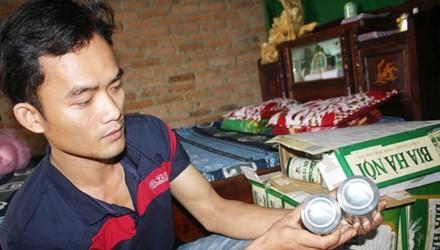 Anh Nguyễn Tấn Phong bên số bia còn lại.
