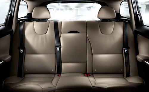 Vị trí chính giữa hàng ghế sau là nơi an toàn nhất trên xe.
