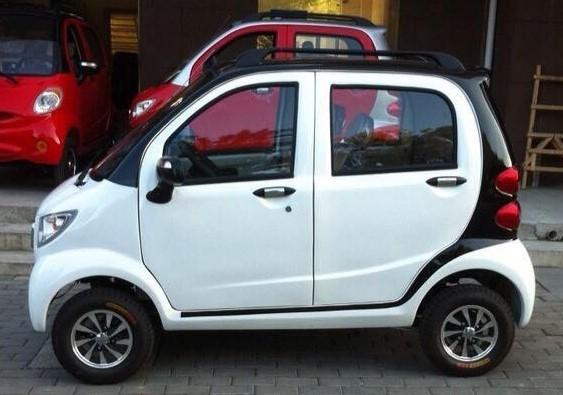 Mặc dù giá rẻ nhưng ôtô điện mini vẫn chưa được cấp phép lưu hành trên đường phố.
