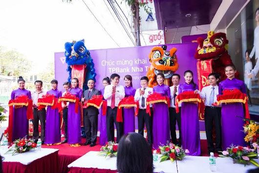 Tưng bừng khai trương TPBank Nha Trang