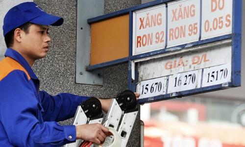 Xăng tiếp tục giảm giá từ 3 giờ chiều nay
