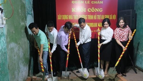 Quận Lê Chân khởi công xây mới nhà ở cho hộ nghèo theo chương trình hỗ trợ an sinh xã hội của Vietcombank.