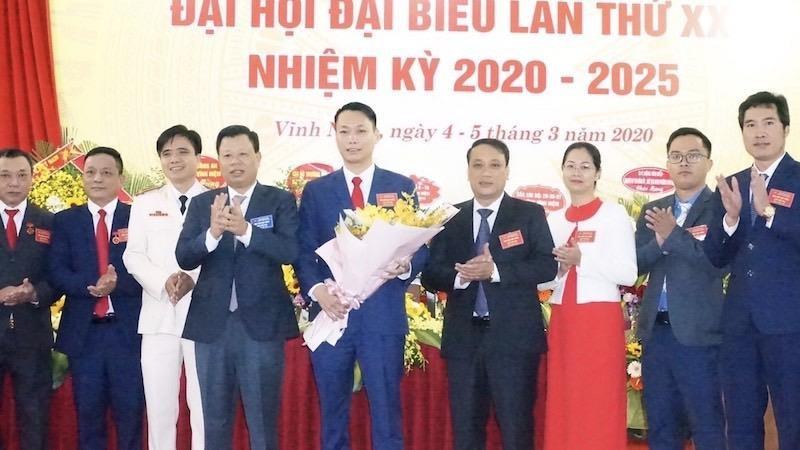 Bí thư Quận ủy Lê Trung Kiên chúc mừng BCH Đảng bộ phường Vĩnh Niệm nhiệm kỳ 2020- 2025