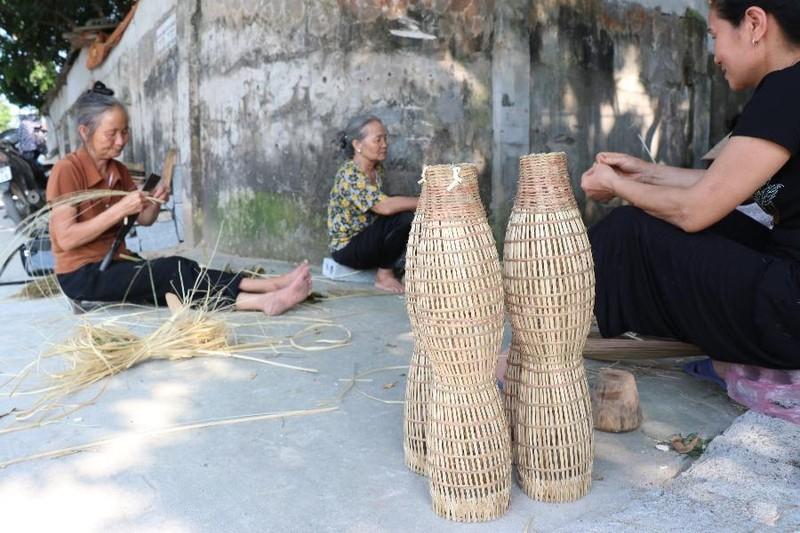 Nổi nênh 200 năm nghề đan đó của người Thủ Sỹ