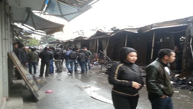 Cận cảnh chợ Nhà Xanh tan hoang sau hỏa hoạn