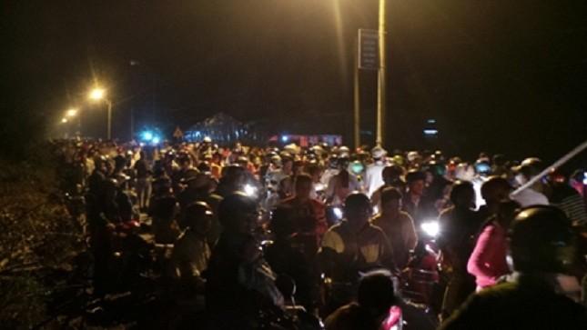 """Hàng ngàn người đổ xô về xem """"Phật hiện"""""""