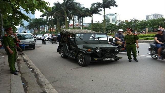 Ô tô rụng bánh khi lưu thông, người đi đường hoảng hồn