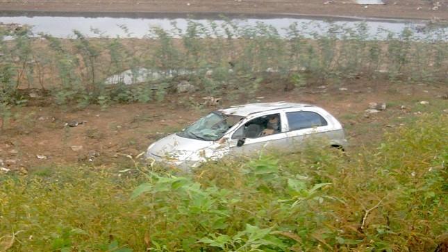 Mất lái, Kia morning lao xuống lòng sông