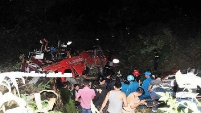 Tài xế xe khách chở 53 người gặp nạn ở Lào Cai vẫn còn sống