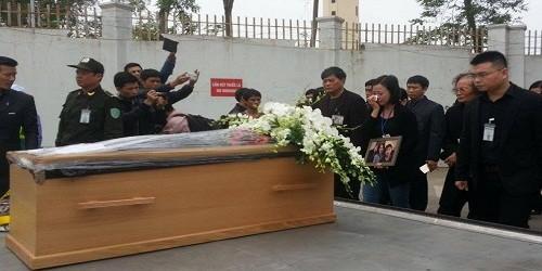 Bàn giao di cốt 3 mẹ con người Việt trong vụ rơi máy bay MH17