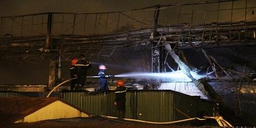 Vũ trường Luxury (Tây Hồ, Hà Nội) sau khi cháy, bị phát giác là không có giấy phép kinh doanh bar, vũ trường và karaoke.