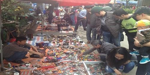 Phiên chợ đồ cổ độc đáo giữa lòng Thủ đô
