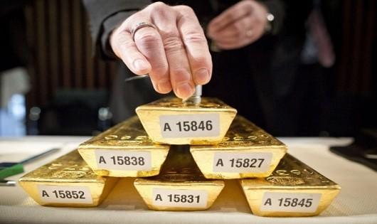 Ngày 25/10: Giá vàng thế giới giảm chưa dừng lại