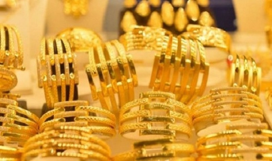 Vàng trong nước đi ngược chiều với vàng thế giới