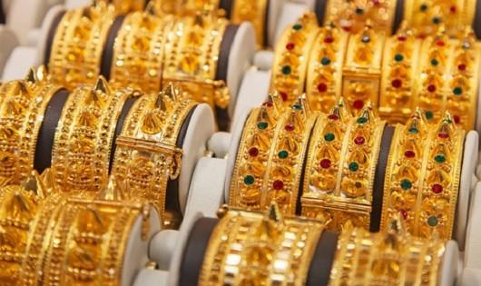 Giá vàng SJC lao dốc, vẫn cao hơn vàng thế giới