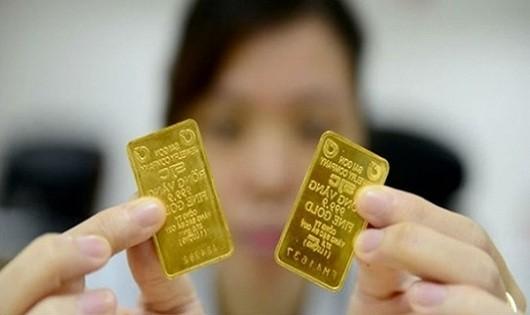 Vàng 'hạ nhiệt' do USD vọt tăng