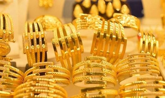 Giá vàng thế giới lao dốc mạnh kéo giá vàng trong nước sụt theo