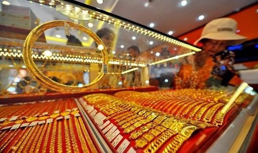 Thị trường vàng thế giới căng thẳng, vàng trong nước bấp bênh