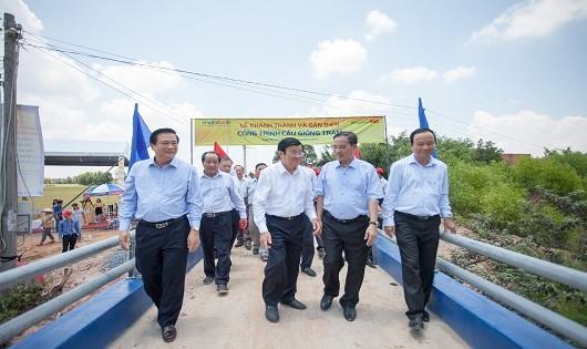 Nguyên Chủ tịch nước Trương Tấn Sang dự khánh thành và thăm  cây cầu Giồng Tràm tại xã Mỹ Quý Tây, huyện Đức Huệ, tỉnh Long An