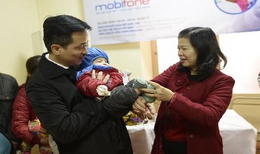 Hơn 100 trẻ bị dị tật hở hàm ếch được MobiFone hỗ trợ phẫu thuật