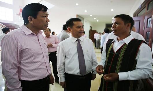 Các đại biểu trao đổi về sử dụng hiệu quả nguồn vốn vay chính sách