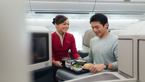 Có gì trong khoang hạng Nhất của Cathay Pacific?