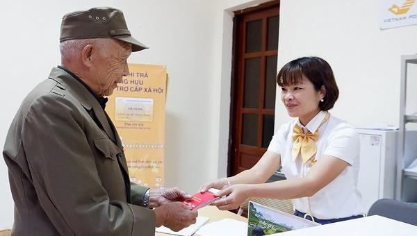 5.800 tỷ đồng trợ cấp cho người có công được chi trả qua Bưu điện