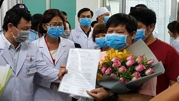 Cha con bệnh nhân nhiễm Covid-19 viết gì trong bức thư gửi bác sĩ Bệnh viện Chợ Rẫy?