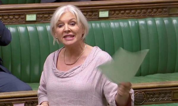 Bà Dorries là nghị sĩ đầu tiên của Anh xác nhận dương tính với COVID-19. (Ảnh: Reuters).