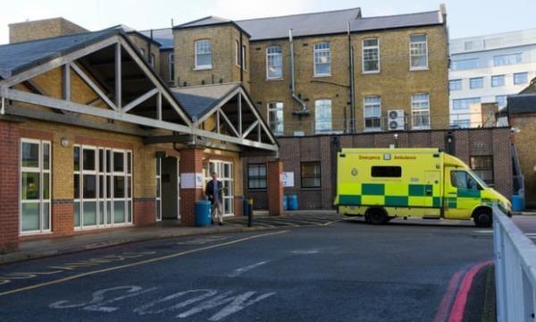 Cảnh sát Anh có quyền bắt giữ bệnh nhân COVID-19 không tự cách ly?