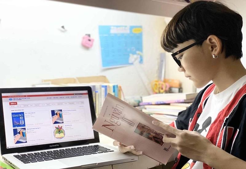 Nhiều cơ sở giáo dục đang triển khai học online trong thời gian nghỉ chống dịch COVID-19.