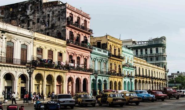 Cuba hạn chế khách du lịch nước ngoài để phòng lây lan Covid-19