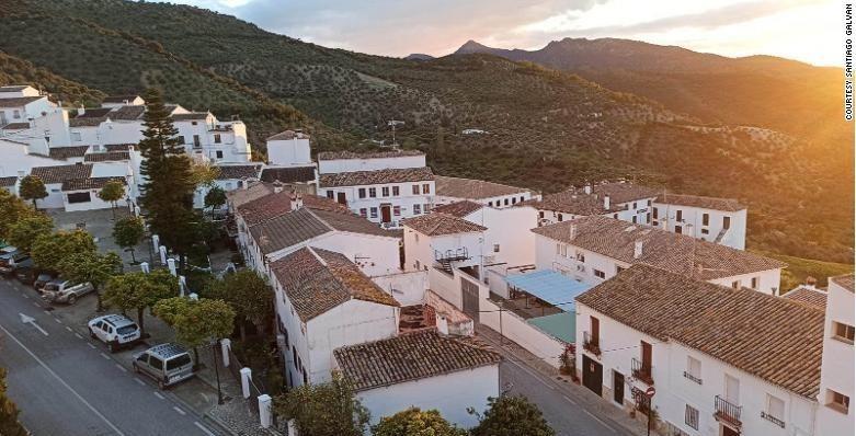 Thị trấn Zahara de la Sierra ở miền nam Tây Ban Nha.