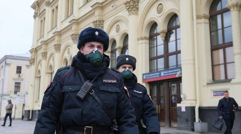 Hơn 160 người vi phạm chế độ cách ly bị cảnh sát bắt