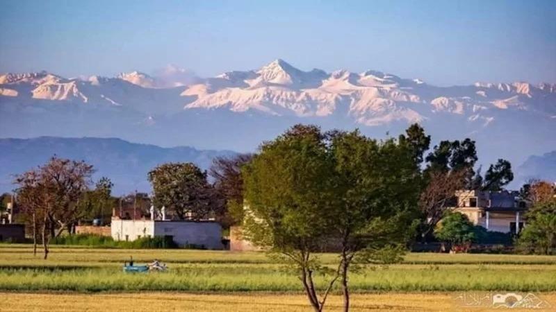 Núi Himalaya được nhìn thấy từ khoảng cách 200km lần đầu tiên sau 30 năm.