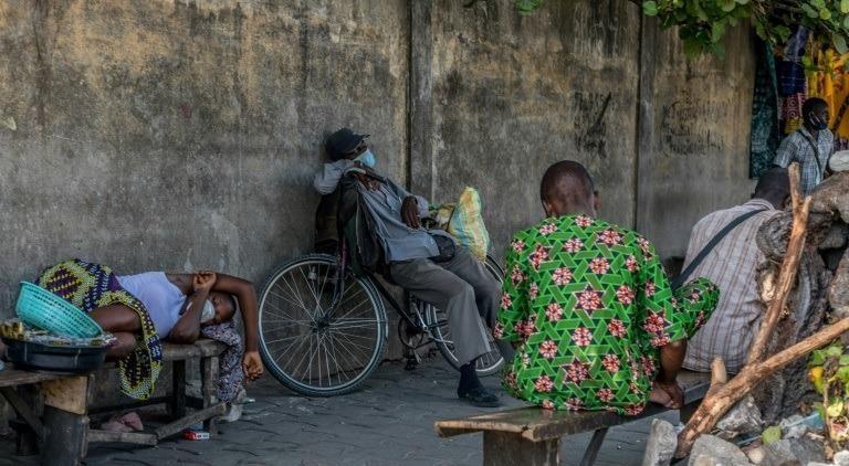 Người dân châu Phi đeo khẩu trang phòng Covid-19, ngày 8/4/2020. Ảnh: AFP