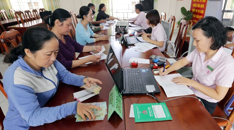 Hoạt động của NHCSXH tại các Điểm giao dịch xã (Hình ảnh thực hiện trước ngày 01/4/2020). Ảnh: Trần Việt.