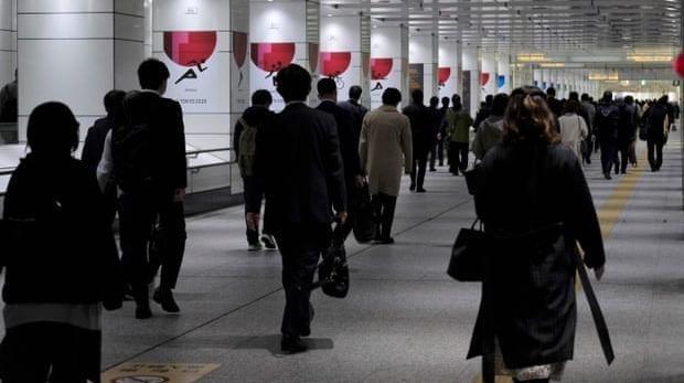 Người Nhật ở Tokyo vẫn nườm nượp đi làm. Ảnh: AFP, chụp ngày 9/4/ 2020.