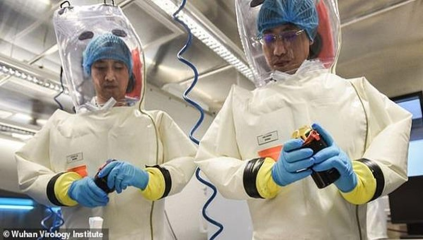 Các nhà khoa học ở Viện Virus học Vũ Hán  - ảnh chụp năm 2018.