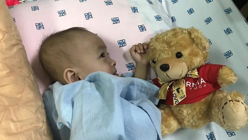 Ca mổ tim đầu tiên mà tập đoàn FLG hỗ trợ chi phí là bé Minh Thiện, 2 tuổi, sinh sống tại Cần Thơ.