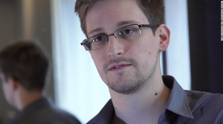 Edward Snowden xin gia hạn cư trú tại Nga